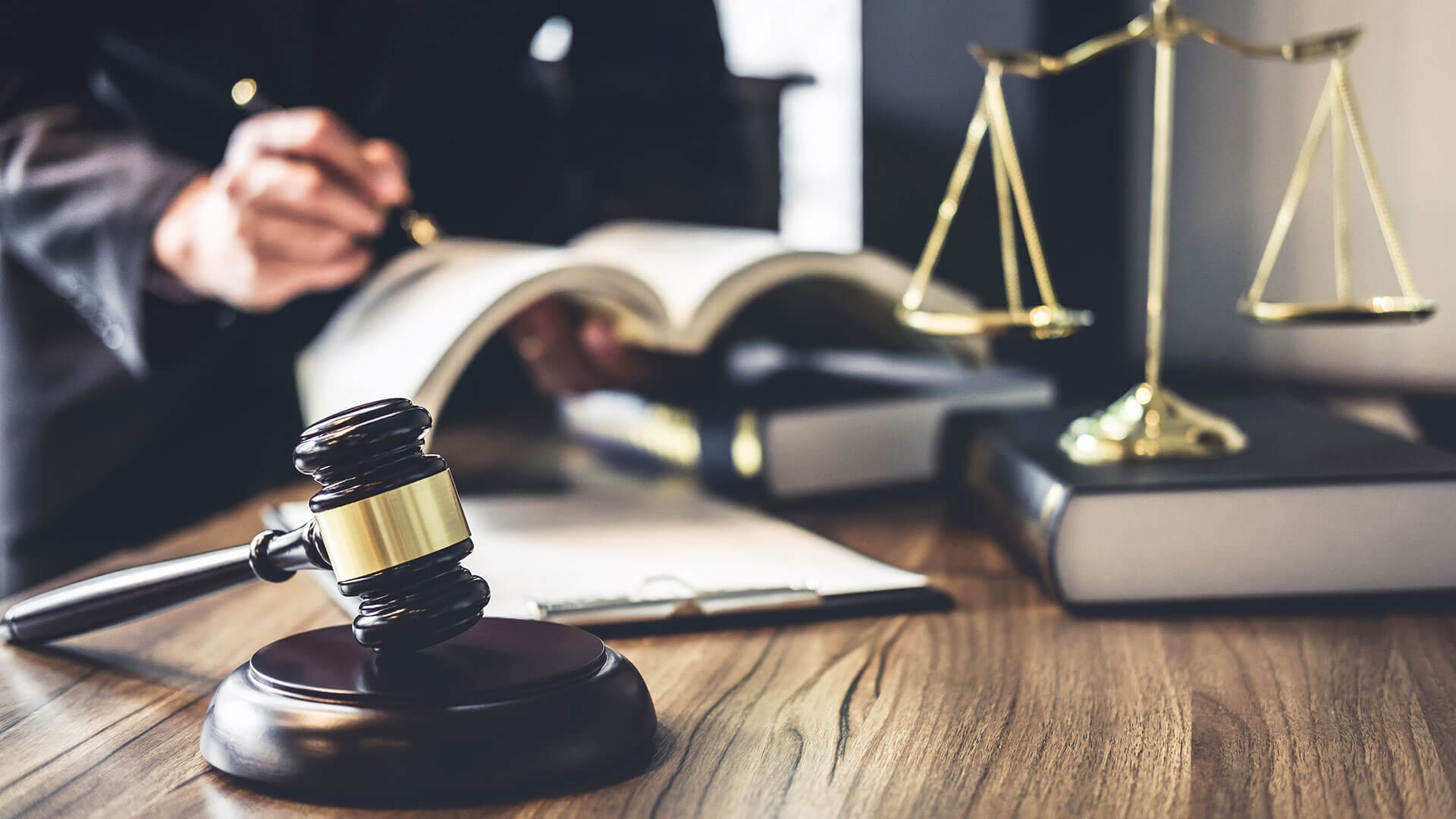 How to Start a Law firm in Dubai?